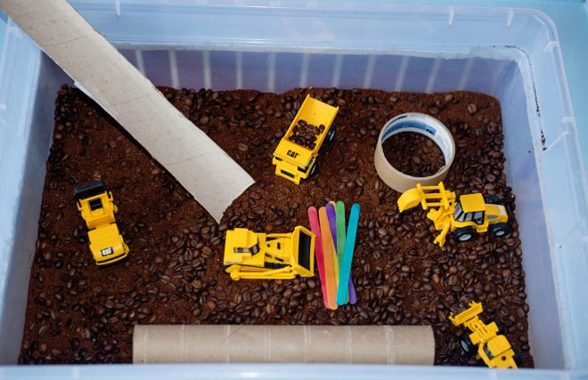 Babes in Deutschland, Construction sensory bin