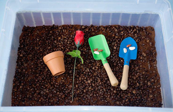 Babes in Deutschland, Gardening Sensory Bin