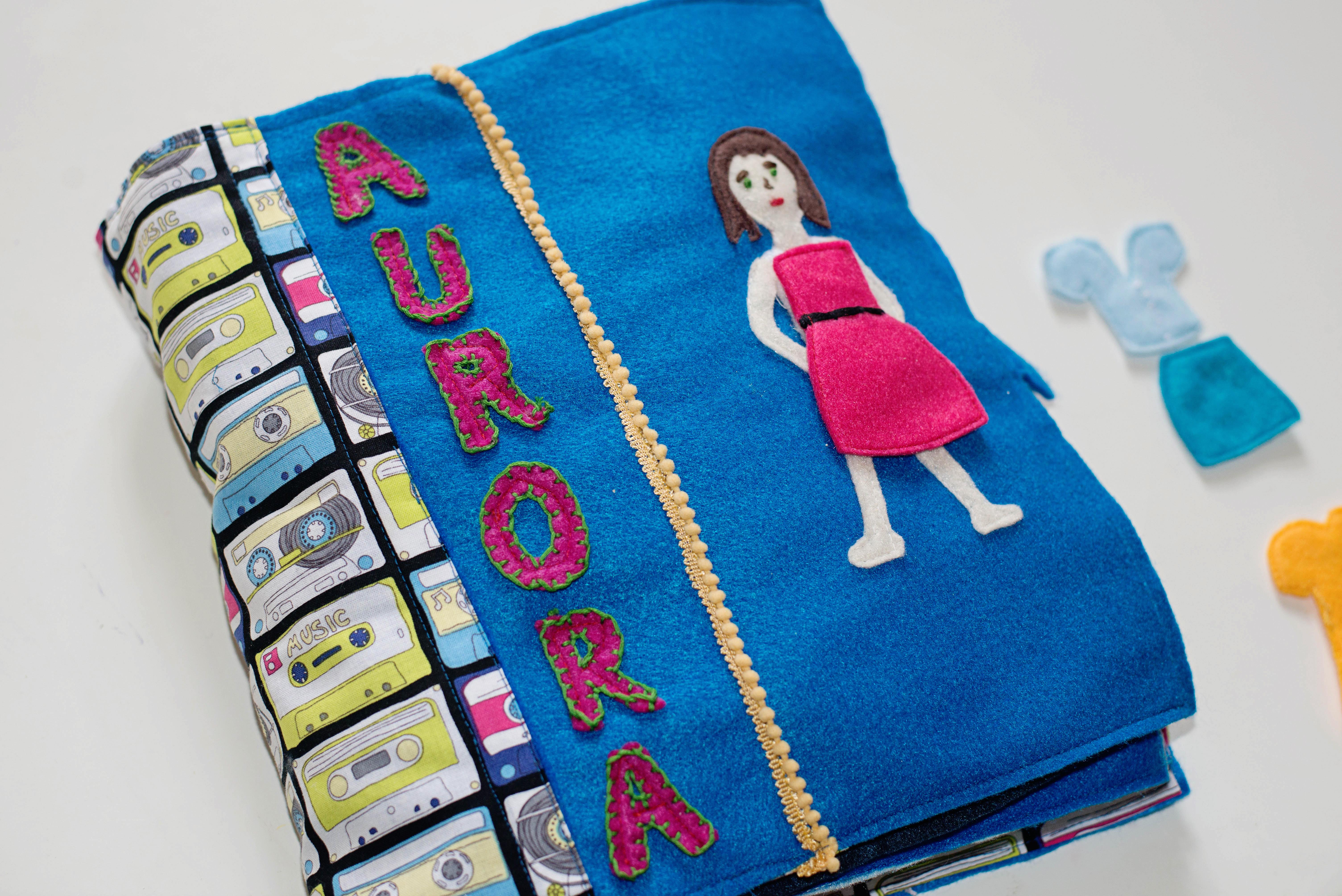 Babes in Deutschland, Paper doll quiet book page