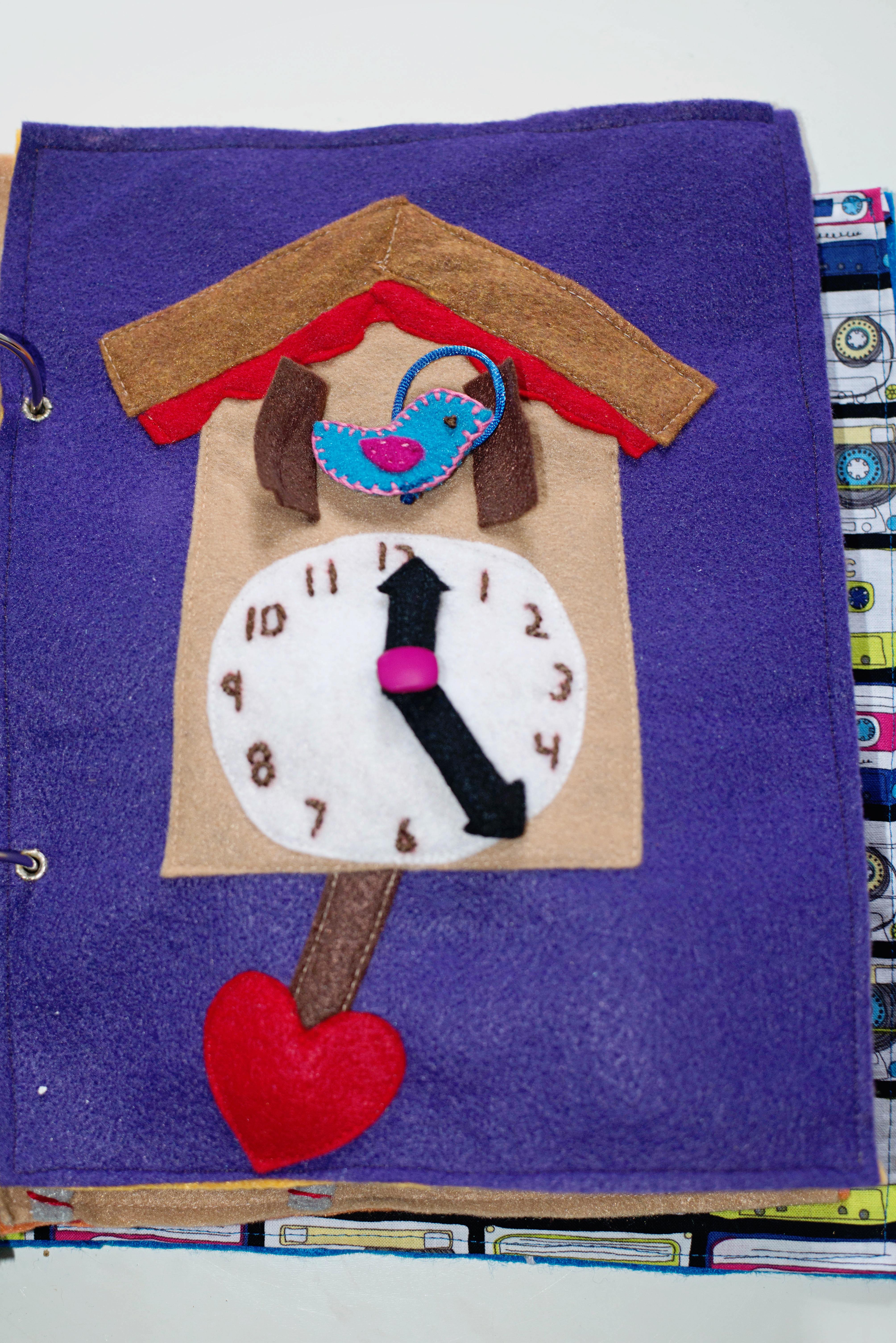 Babes in Deutschland, cuckoo clock time telling quiet book page