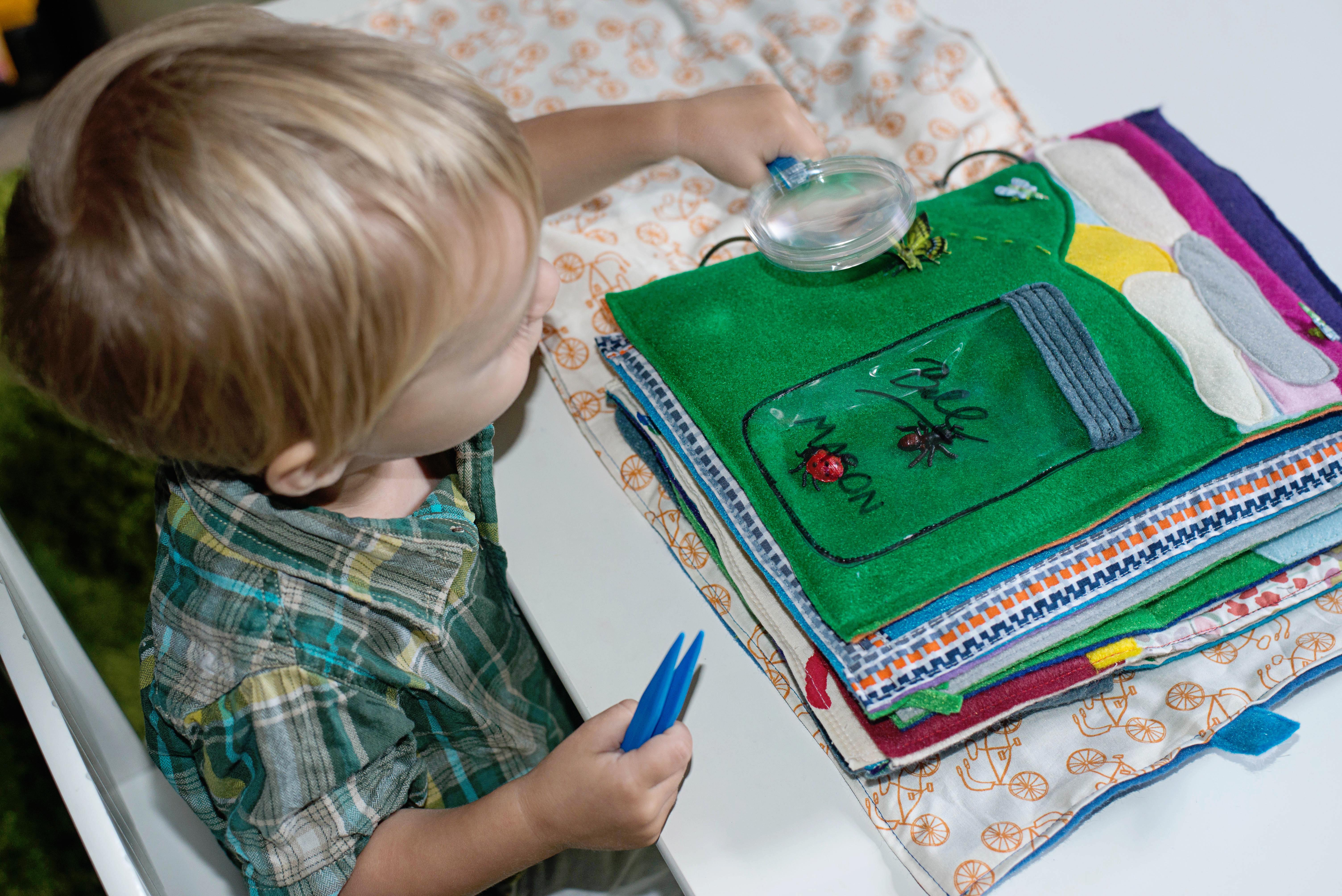 Babes in Deutschland, bug catching quiet book page