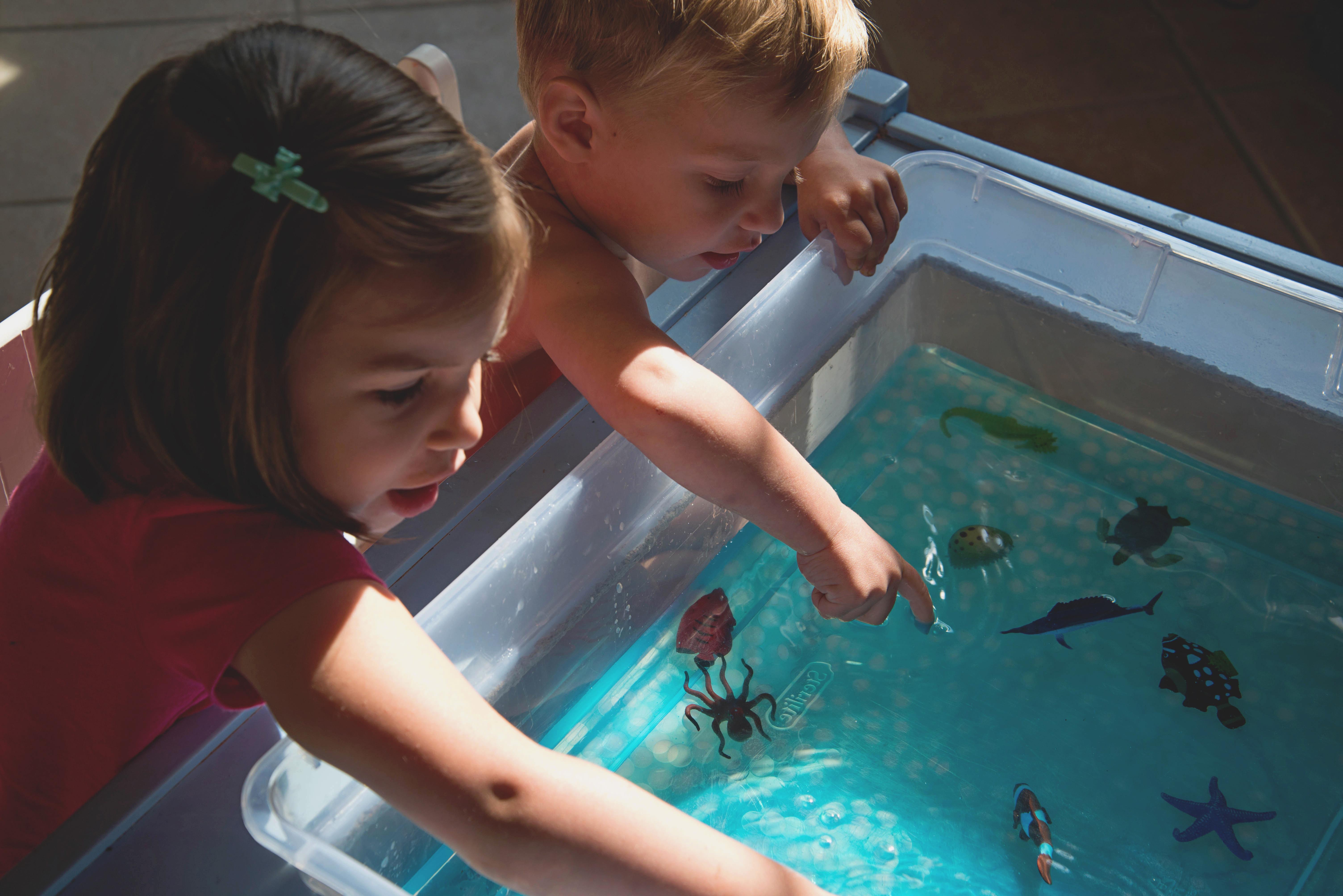 Babes in Deutschland, Simple Ocean Sensory Bin with water beads