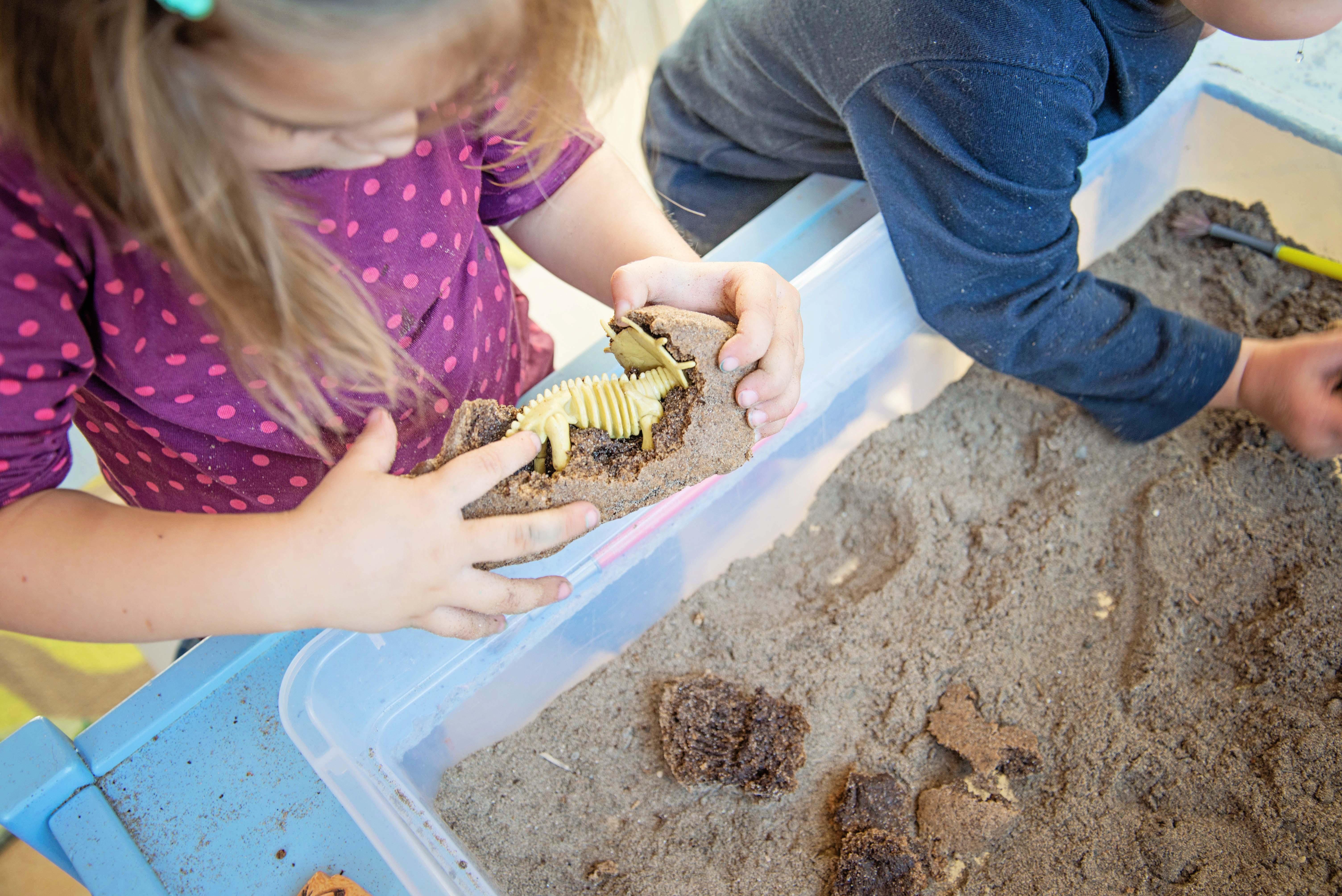 Babes in Deutschland, Dino Dig Sensory Bin