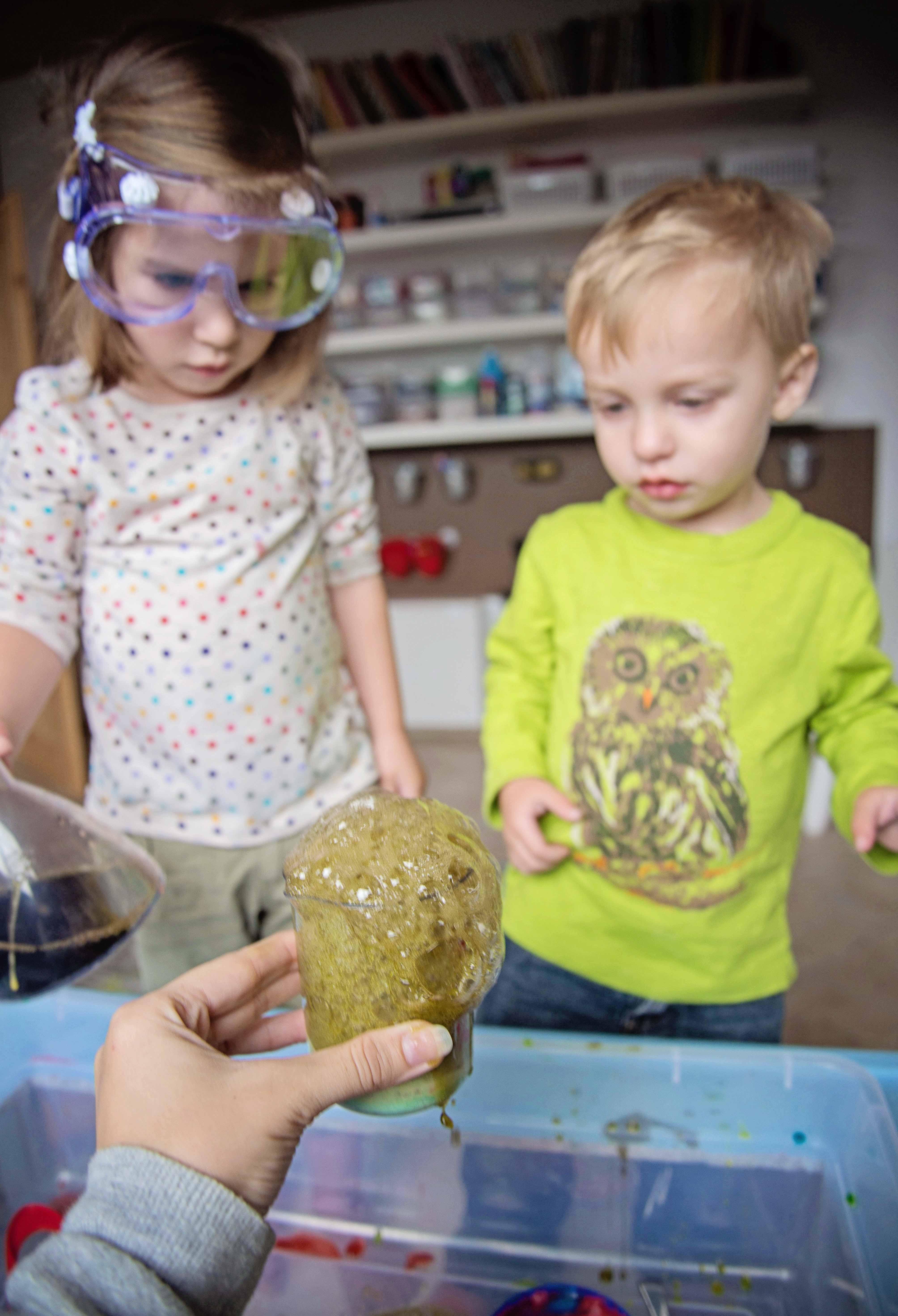 Babes in Deutschland, Child let science exploration