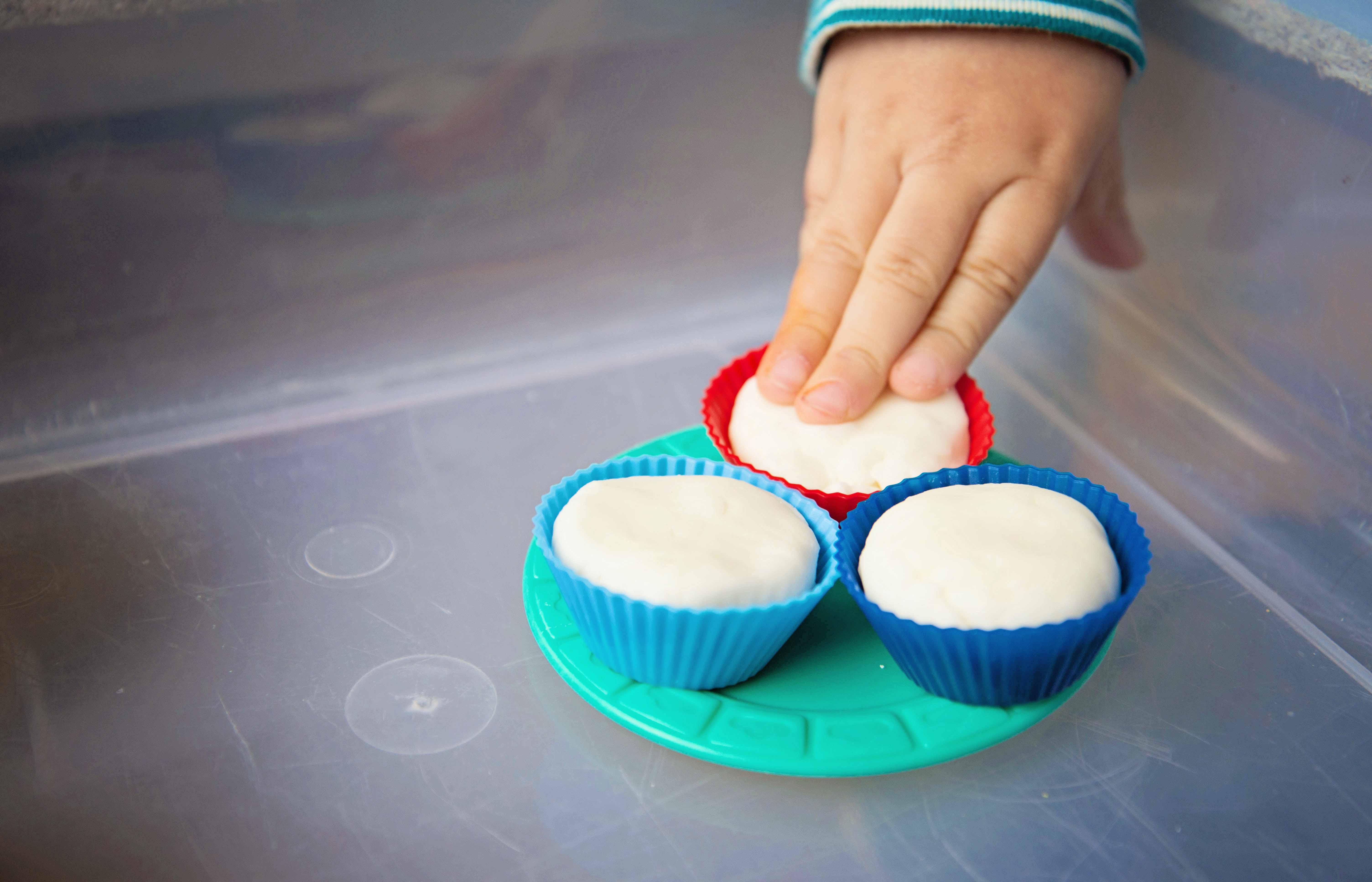 Babes in Deutschland, Cupcake bake shop sensory bin