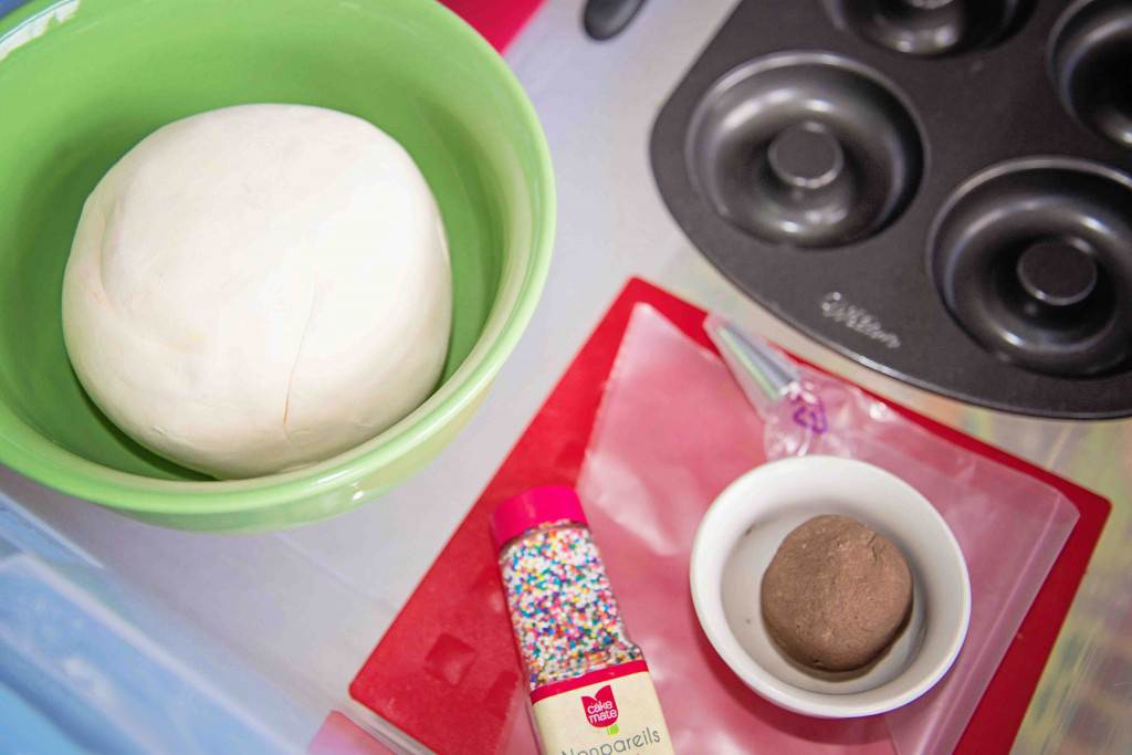 Make up a batch of this light and fluffy foam dough and let the kids enjoy a bit of sensory play!